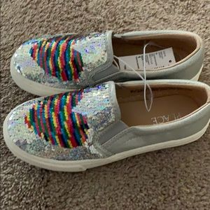 Shoes - Girls Flip Sequin Heart Metallic Slip on Sneaker